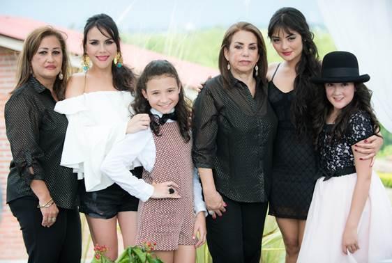 Mary Calle, Carolina Gaitán, Esmeralda Gil, Fabiola Calle, Yuri Vargas y Melissa Cáceres fueron muy asediadas por la prensa.