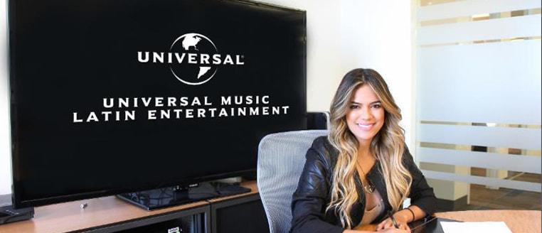 Karol G. firma contrato discográfico exclusivo