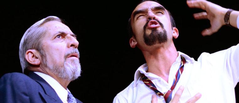 Ascuas y azufre, la comedia jurídica del Teatro libre estrena temporada