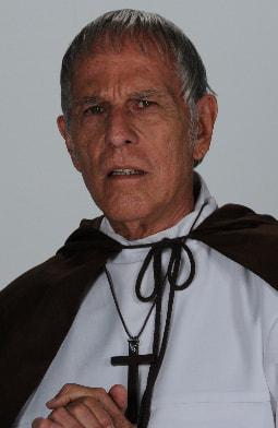 Felipe Solano es el Padre Cosme